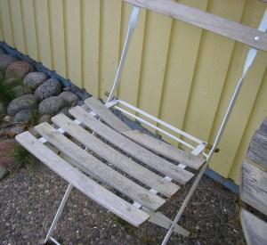 trasig trädgårdsstol